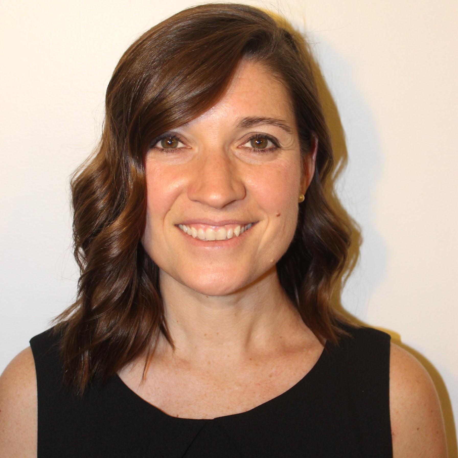 Angela Landers Headshot